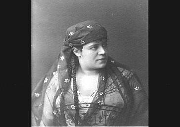 Rosine Bloch, mezzo-soprano, dans 'Aïda'