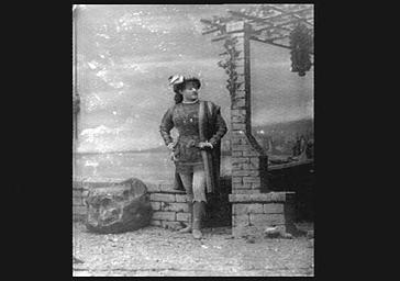 Mme Grisier Montbazon, dans 'Gillette de Narbonne'