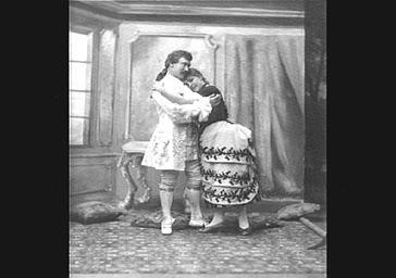 Mme Vailllant-Couturier et M. Vauthier, dans 'Le Coeur et la main'