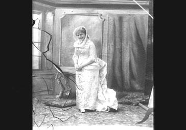 Mme Vailllant-Couturier, dans 'Le Coeur et la main'