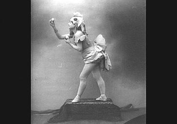 Mlle Couralet, dans 'La Poule aux oeufs d'or'