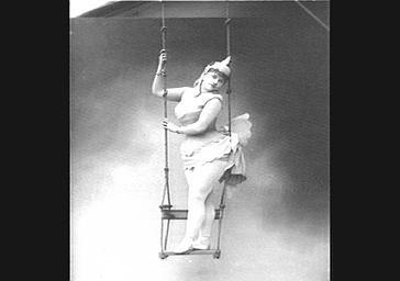 Mme Bonnet, dans 'La Poule aux oeufs d'or'
