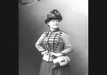 Mme Grisier Montbazon, dans 'La Cantinière'