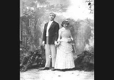 Mily Meyer et Albert Brasseur, dans 'La Cantinière'