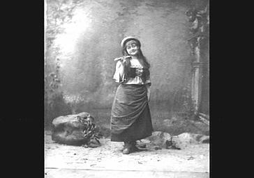 Mme Grisier-Montbazon, dans 'La Mascotte'