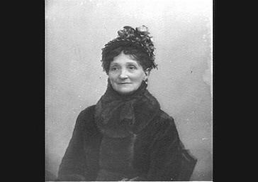 Mme Reju, mère de Réjane