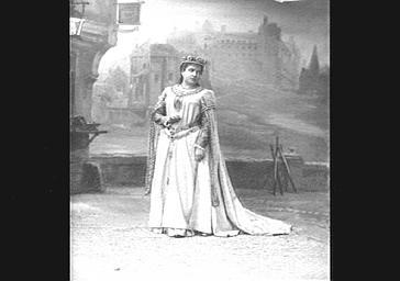 Mlle Remy, dans 'Richard Coeur de Lion'