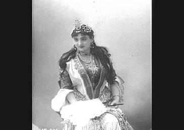 Emma Calvé, soprano, dans 'Lalla Roukh'