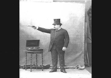 Ira Paine, tireur des Folies Bergères