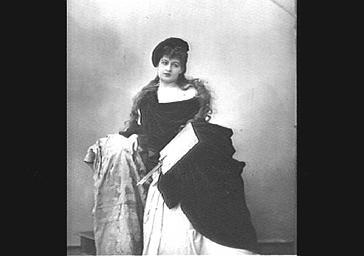 Mlle Darcelle, dans 'Surcouf'