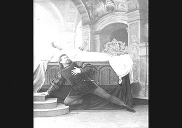 Emile Cossira, tenor, dans 'Roméo et Juliette'