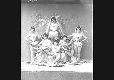 Groupe des Ondines, dans 'Les Marionnettes de l'année'