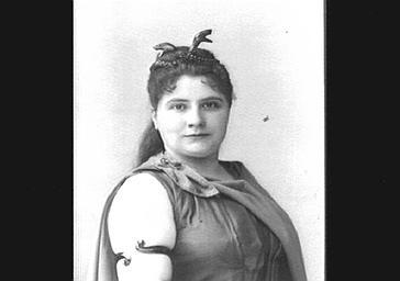 Caroline Fierens, soprano, dans 'Lohengrin'
