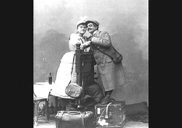 Lucien Fugère, baryton et Mlle Gelabert, dans 'Le Pays de l'or'