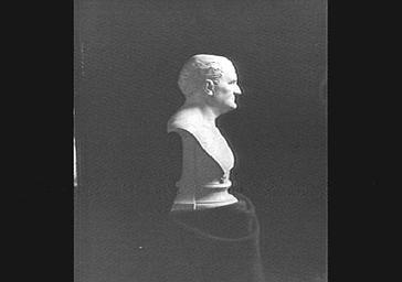 Buste en marbre par M. Guillaume