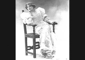 Mme Dehally, dans 'La Belle au Bois Dormant'