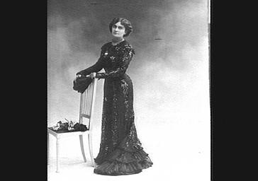 Mlle Lavergne, dans 'Les Demi Vierges'