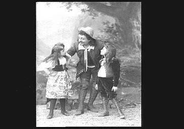 Gabriel Soulacroix, baryton, et deux enfants non identifiés , dans 'Rip'