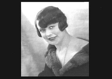 Mme Jose Dumey, dans 'Comedia'