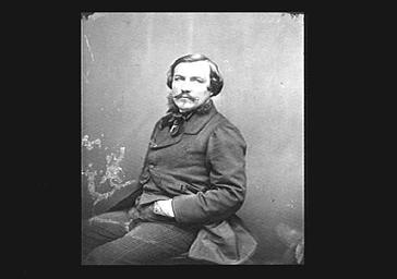 Alfred Quidant, pianiste, mains, dans les poches