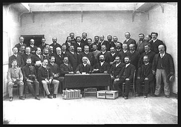 Portrait de groupe : membres de la Société Colombophile