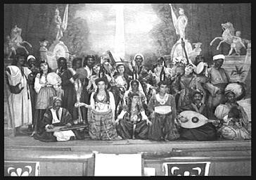 Danseuses du ventre et musiciens de la troupe Seymour Wade