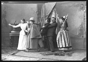 MM. Paul Regnard et Gildes et Mme Dezoder et Carlix, Virginie Rolland, dans l'Hôtel Godelot'