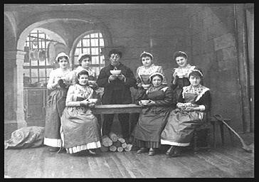 M. Bellot et Mlles Bertin, Garrisson, Mmes Becker, Dubois, Emma George, Virginie Rolland et Thylda Raphaël, dans 'La Petite Poucette'