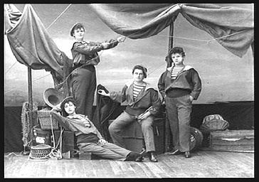 Groupe de figurants: matelots
