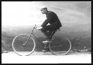 M. Mills, vélocipédiste