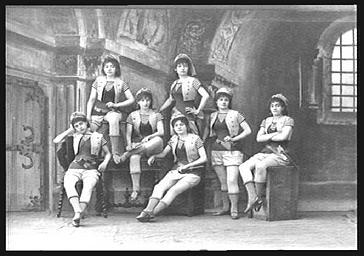 Groupe de mousses, dans 'Les Cloches de Corneville'