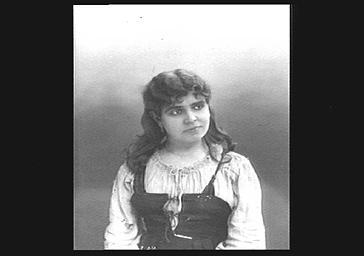Galli-Marie (Célestine-Laurence Marie de L'Isle, dite) , mezzo-soprano, dans 'Mignon'