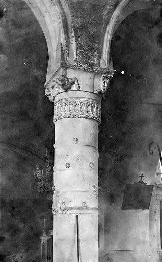 Intérieur : pilier et départ de voûtes