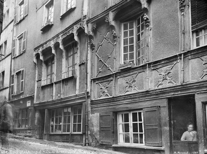 Façades de maisons du XVIe siècle rue de la Coutellerie