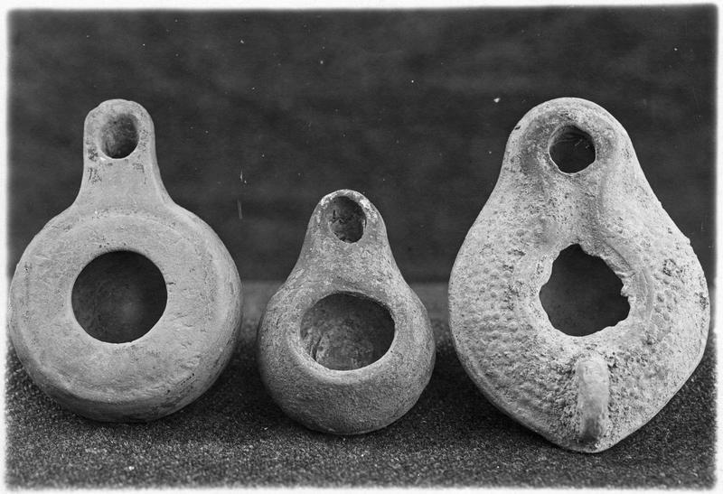 Lampes helléniques et hellénistiques. Tombes de Topsin, table de Sédès, et tépé de Gona