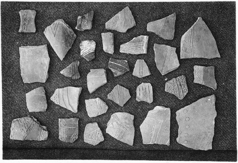 Tessons, style local, incisés, pré-mycéniens, provenant de différents tépés