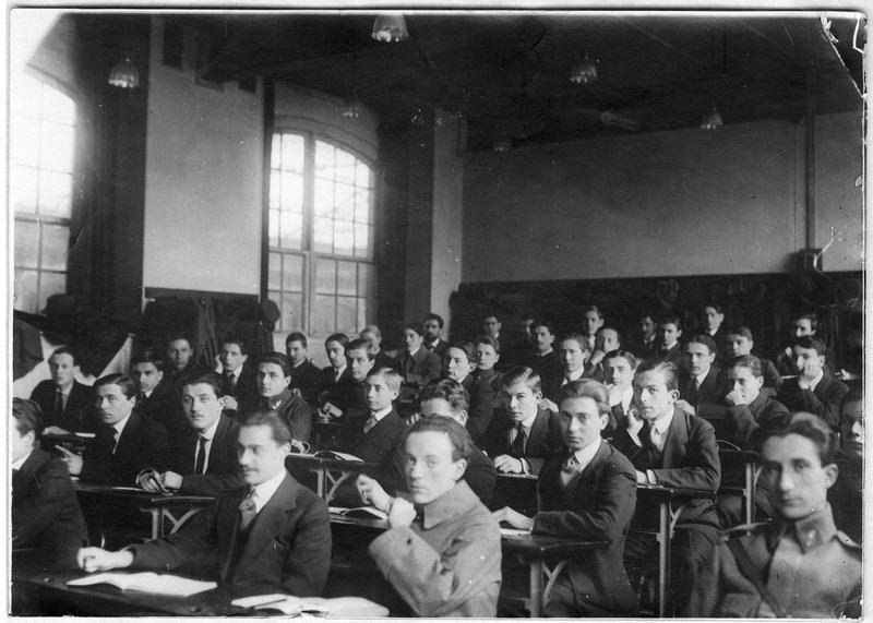 Salle de classe, préparation militaire