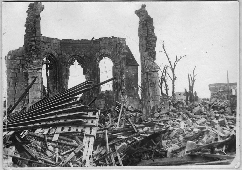 Ruines de l'église et de la place