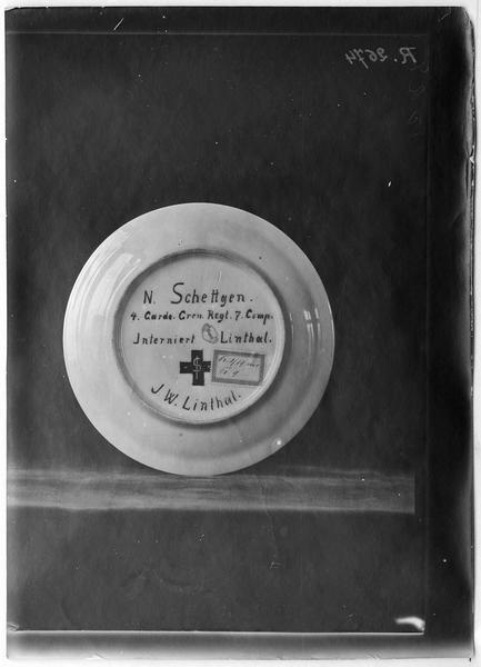 Assiette exécutée par N. Schettgen, prisonnier interné à Linthal, Suisse