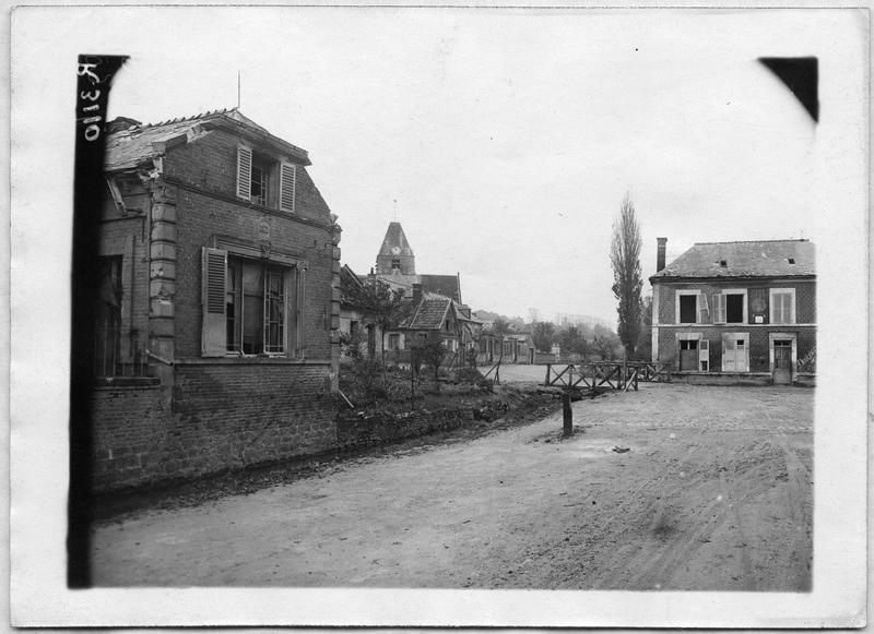 L'église et la route de Maucourt