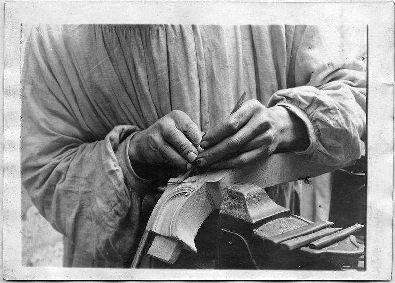 Documents pour médecin major. Faubourg Saint-Antoine, démonstration d'un mutilé, manoeuvre du rifloir avec la main gauche
