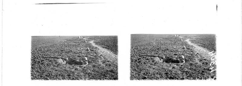 A l'ouest de Le Plessier, les premières lignes, le trou du combattant
