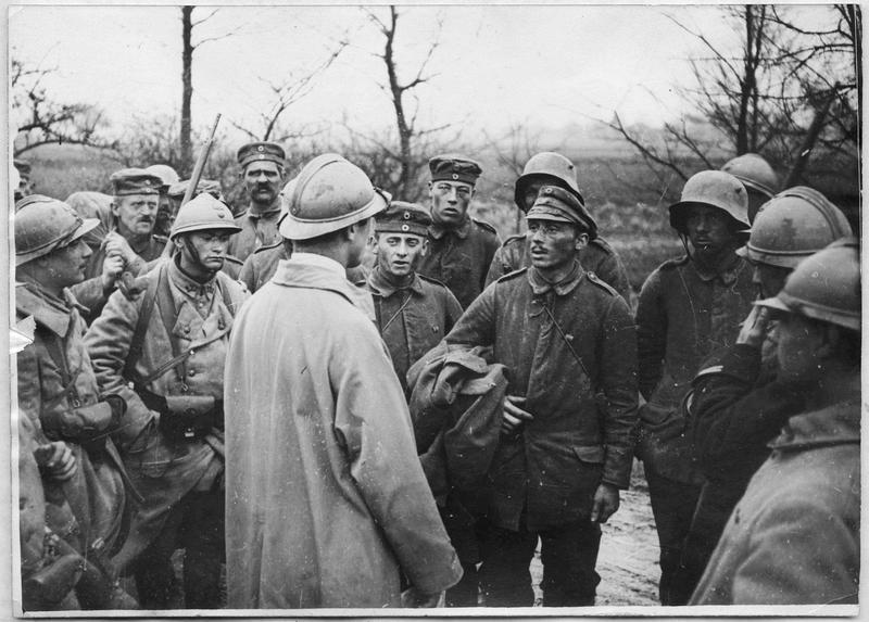 Arrivée de prisonniers venant de Mailly-Raineval