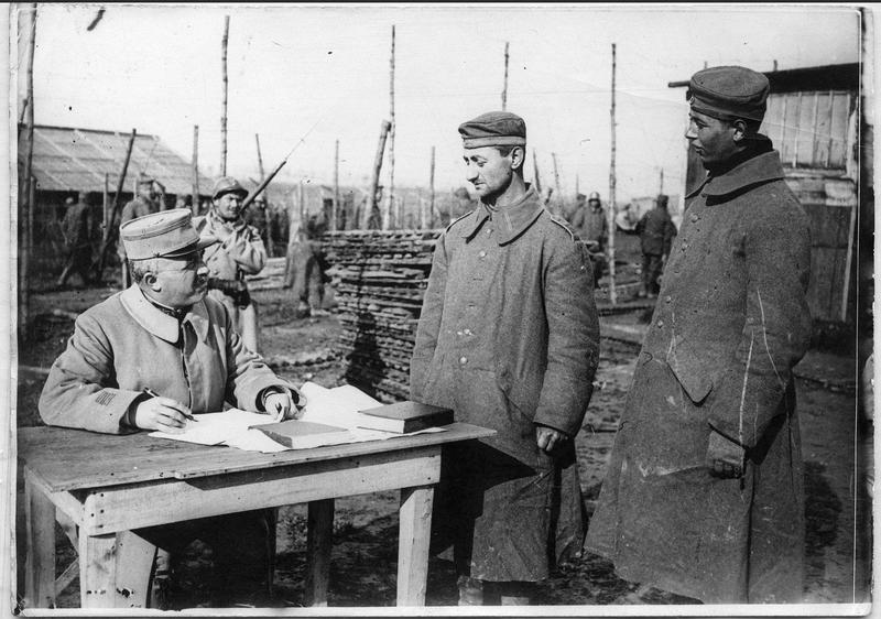 Camp de Breteuil : l'interrogatoire d'un prisonnier