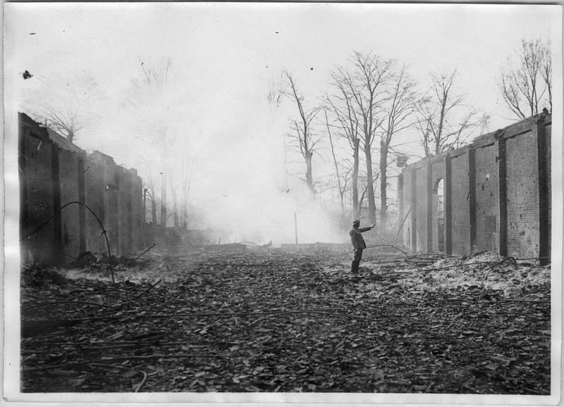 Les usines Saint Frères incendiées