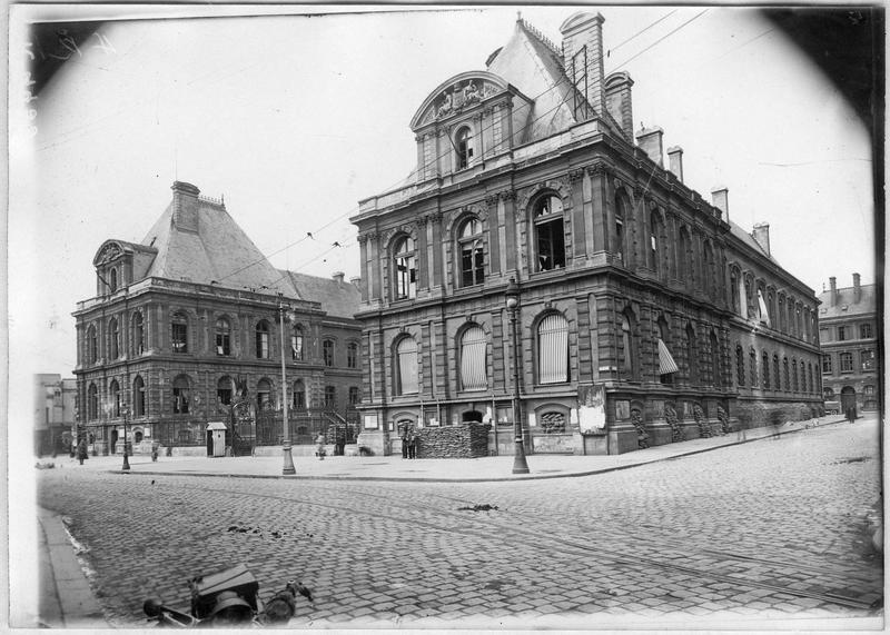 L'aile gauche de l'Hôtel de Ville