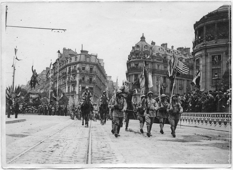 Fête de l'Independance Day, place d'Iéna, défilé des troupes françaises