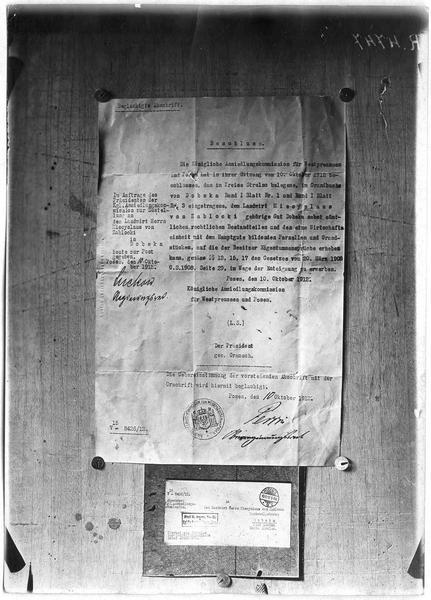 Reproduction d'un décret d'expropriation prussien, visant le domaine de Dobrska, appartenant à un grand propriétaire polonais, monsieur de Zablocki