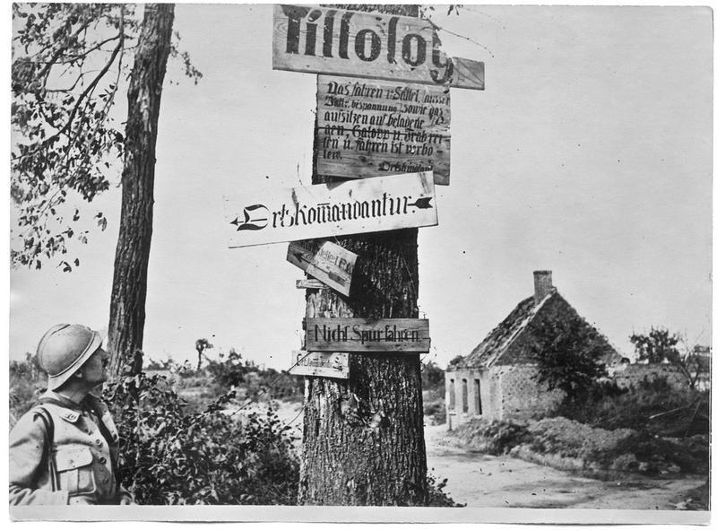Vestiges de l'occupation allemande, les écriteaux allemands à l'entrée du village
