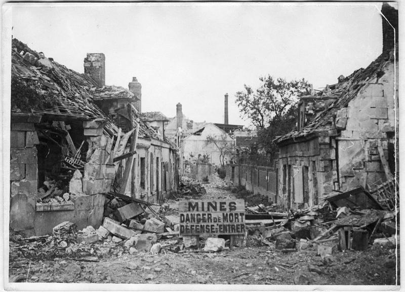 Rue des Tanneurs, écriteau signalant des mines posées par les Allemands